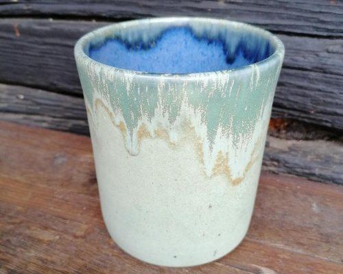 blau-grün keramik gefaess