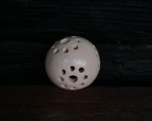 klein weiße keramik kugel