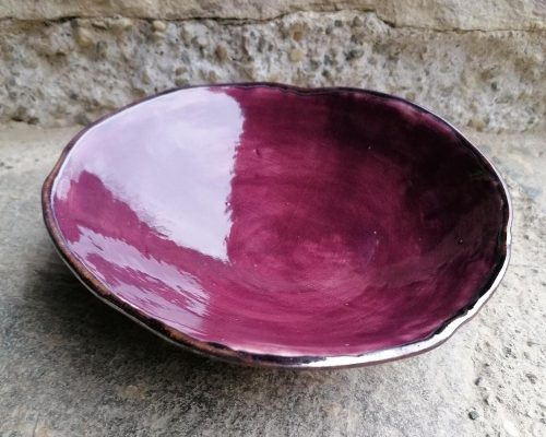niedrige weinrote keramik schale