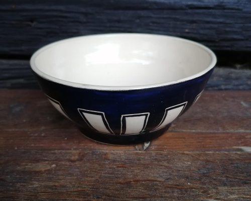 keramik schale mit rechteckigen mustern