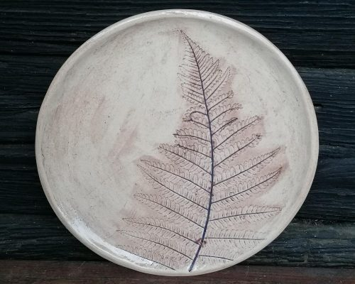 große keramik teller mit farnabdruck
