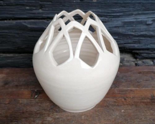 weiße vase mit muster