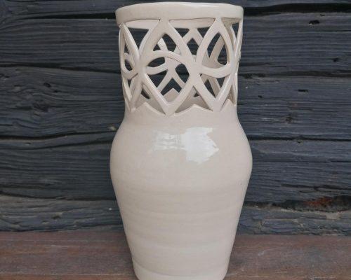weiße hohe vase mit muster